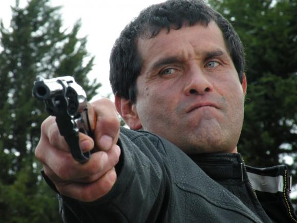 Ramiro with gun solo 4250128411882 Jardin de Amapolas