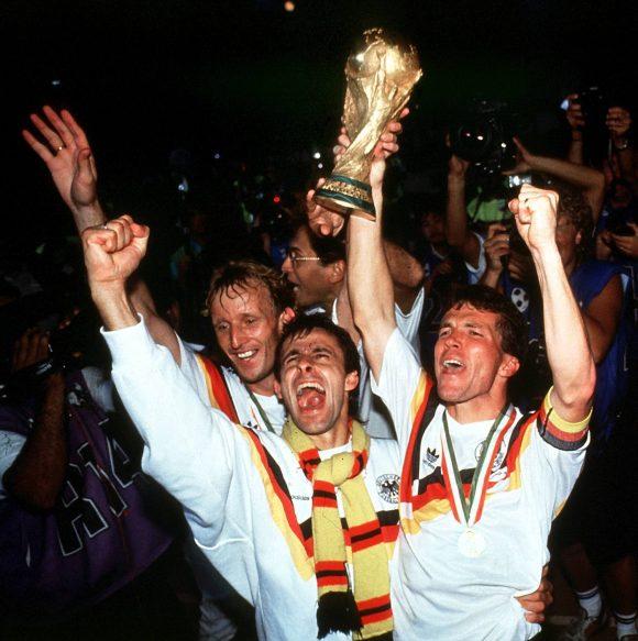 FIFA WORLD CUP 54 * 74 * 90 * 14 Szenenbild